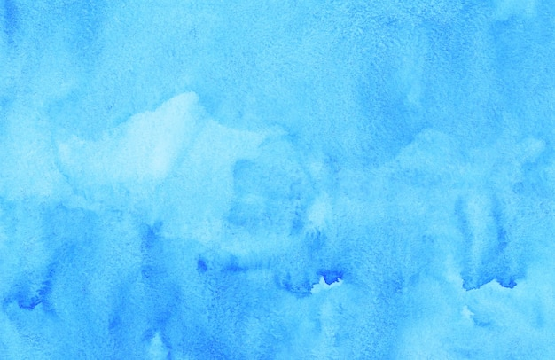 수채화 물 밝은 파란색 배경 그림. 손으로 그린 수채화 배경 텍스처. 종이에 하늘색 얼룩.