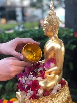 Политая буддаская благотворительность буддизм