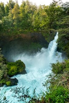 滝フイロフイロパングリプリバルディビア州ロスラゴスチリパタゴニア