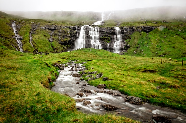 Водопад на фарерских островах