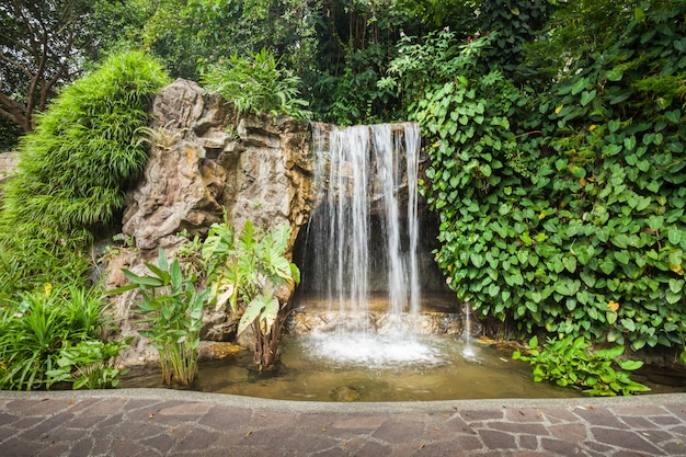 Водопад в парке