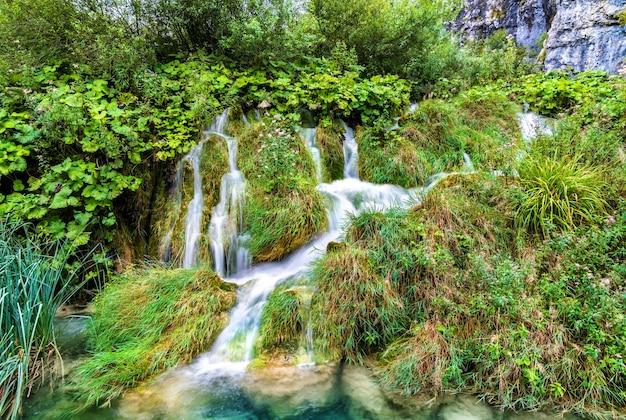 Plitvice 호수 국립 공원에있는 폭포.