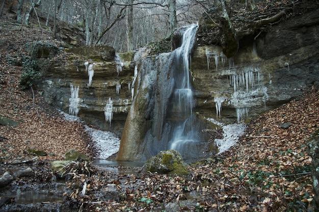 クリミアの森の滝