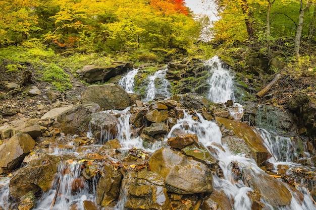 산 폭포, 가을 풍경