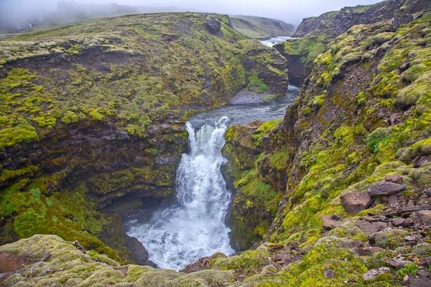 Skoda 강의 폭포. 아이슬란드. 멋진 자연 경관