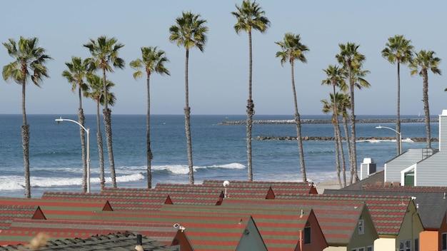 米国カリフォルニア州オーシャンサイドのウォーターフロントコテージ。ビーチのバンガロー小屋ビーチフロントのバケーションハウス