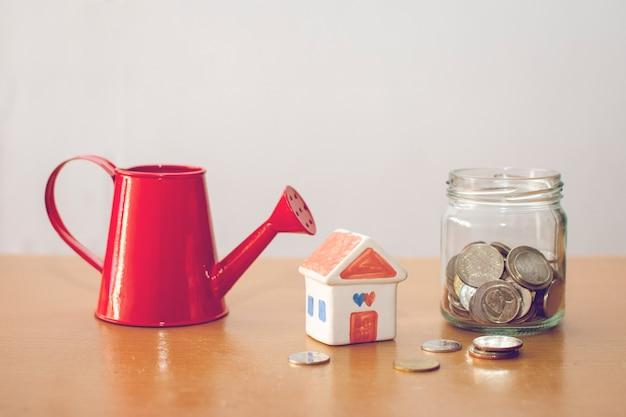 물을 수 및 집과 동전. 집 개념 계획