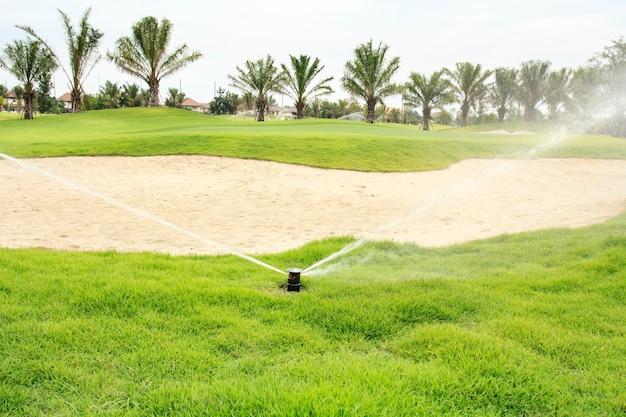 ゴルフ場での水やり
