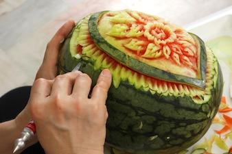 スイカの彫刻、手作りの野菜ショーステップ