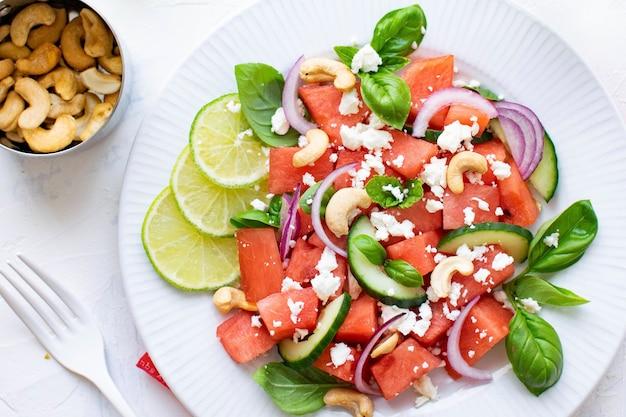 Салат из арбуза с орехами кешью и сыром фета