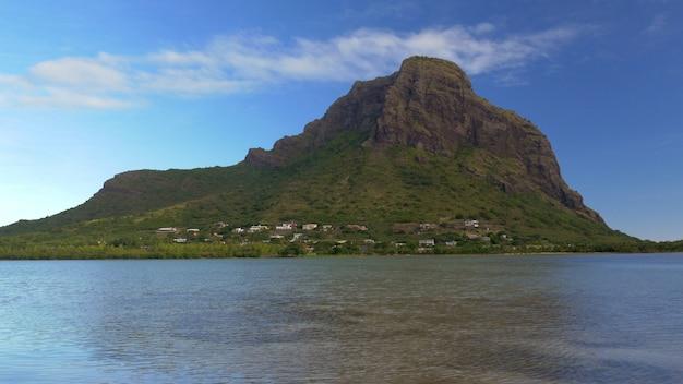 ル・モーン・ブラバント・モーリシャスの水辺の景色