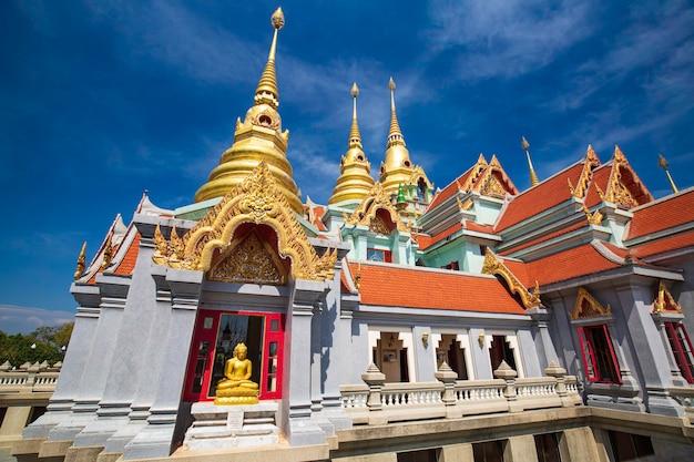 ワタンサイ寺院またはプラマハタートチェディパクデプレグラード青空バンサパンのトンチャイ山にあります。プラチュアップキリカーン。