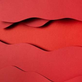 波状の赤い紙の層