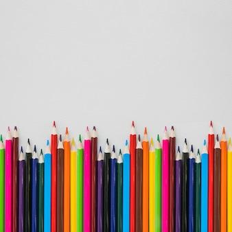 Волнистый ряд карандашей