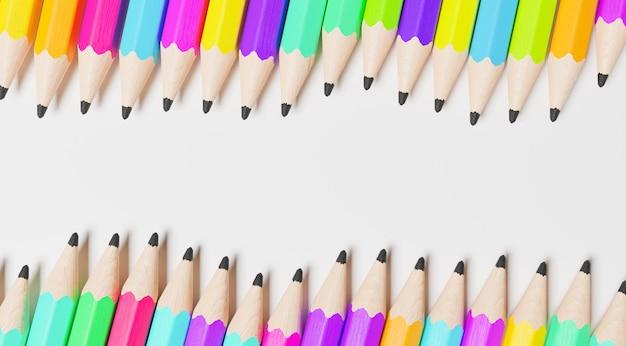 すべての色の鉛筆の波状の列