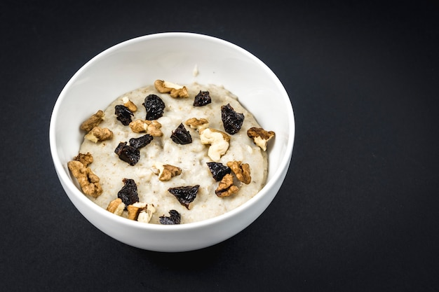 We boiled the milk with the oats and added the plums and walnuts. oatmeal recipe with walnuts, prunes, cinnamon and sugar.