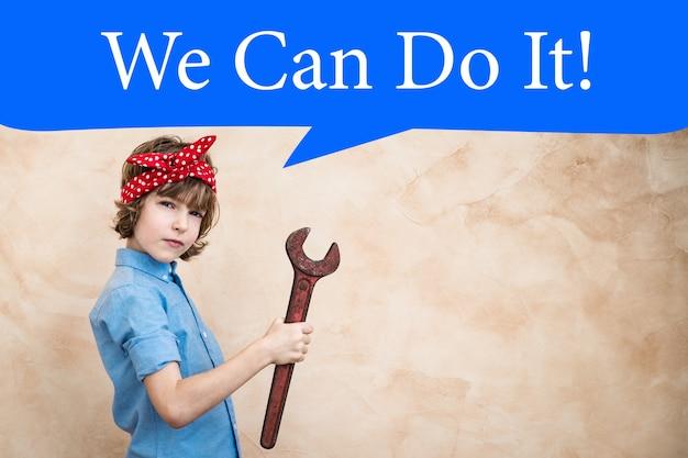 Мы можем сделать это. символ женской силы и концепции феминизма