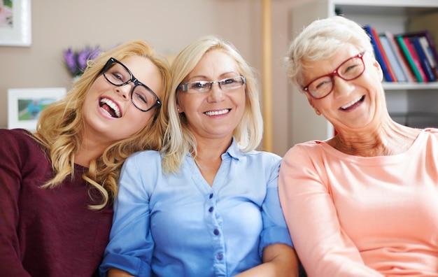 視力に問題がありますが、眼鏡をかけるのが好きです