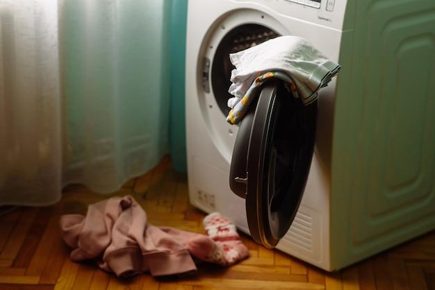 衣類を乾燥機に入れます