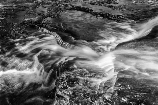 黒と白の川のwe