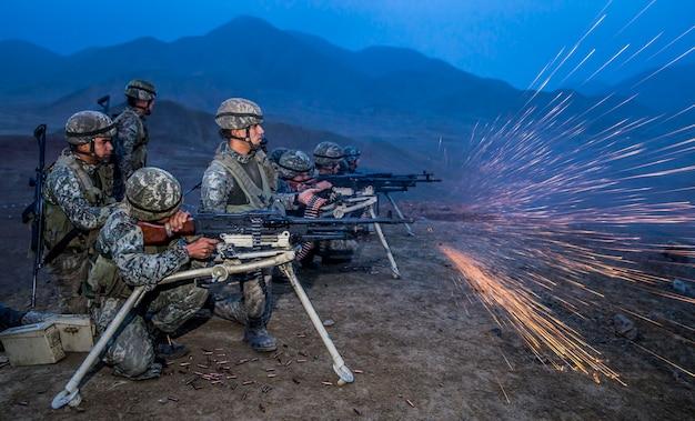 Обучение обращению с оружием в тренировочном поле