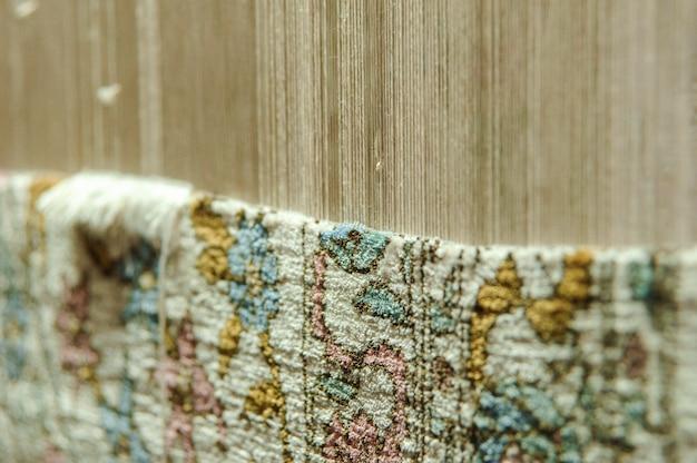Ткачество и изготовление ковров ручной работы. ковер в процессе изготовления