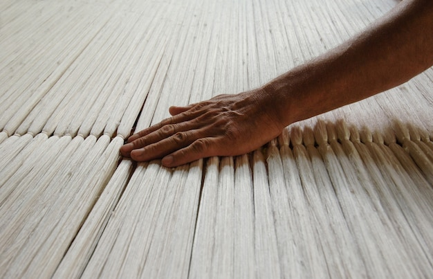 Ткачество и изготовление ковров ручной работы крупным планом