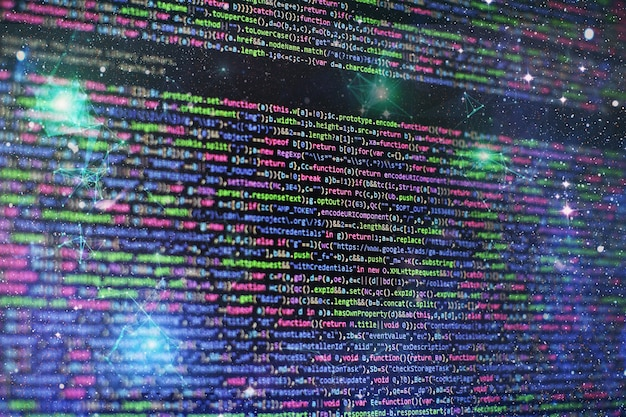 ウェブサイトの開発。サーバーログ分析。プログラミングとコーディング技術を開発するクローズアップ。オフィスでウェブサイトのコードに取り組んでいる開発者。