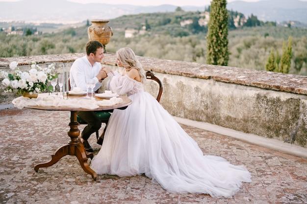 Свадьба на старинной вилле винодельни в тоскане, италия