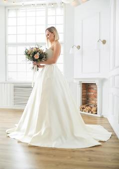 혼례. 웨딩 드레스에 아름 다운 신부
