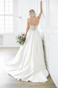 結婚式。ウェディングドレスの美しい花嫁