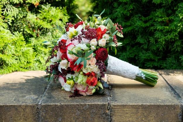Wedding bouquet lie