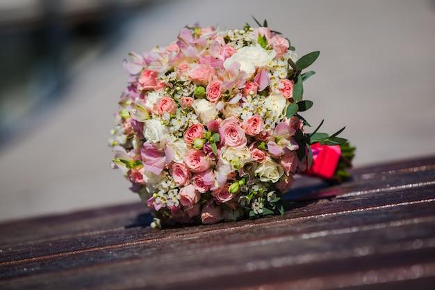 핑크 꽃의 웨딩 부케
