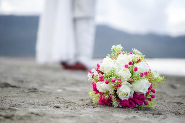 Свадебный букет, свадебное платье, детали свадьбы