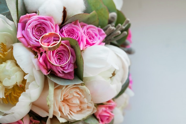 Wedding bouquet with wedding rings
