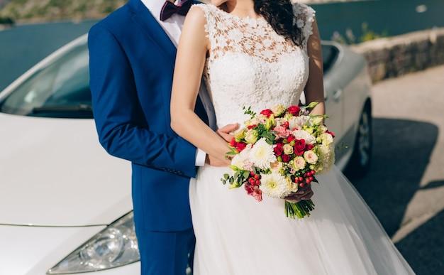 장미 국화 유칼립투스 베이비 웨딩 신부 부케