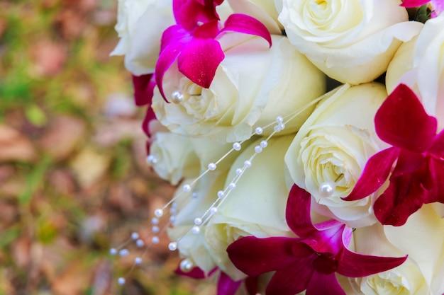 Свадебный букет невесты с розами. букет невесты из роз