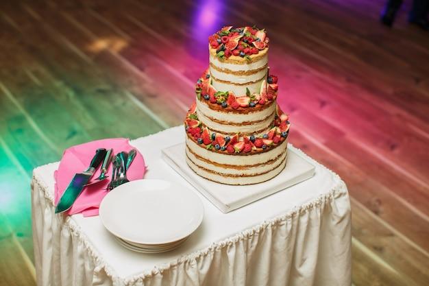 宴会でのウエディングケーキ