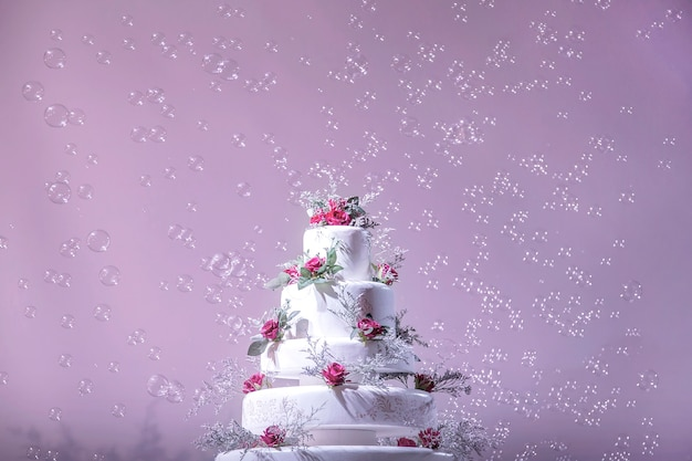 Wedding cake decoration with bubble in wedding ceremony