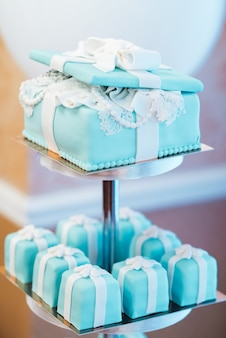 Wedding cake with turquoise cakes in tiffany style