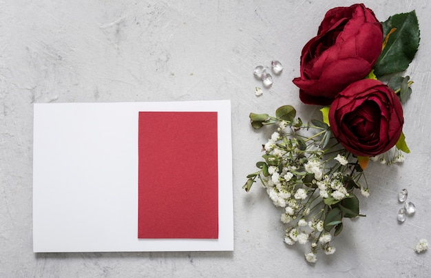 Свадебная открытка с цветочной композицией