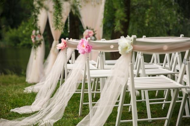 Свадебные стулья для свадебной церемонии