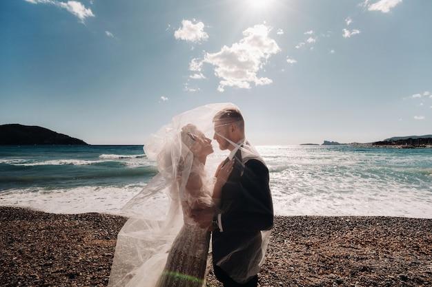 フランスのリビエラの結婚式のカップル。プロヴァンスの結婚式。フランスの新郎新婦。