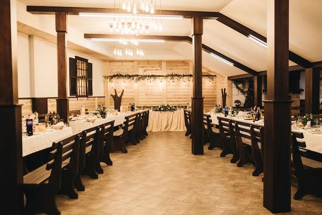 結婚式の装飾。結婚式のインテリア。お祝いの装飾。テーブルの装飾。