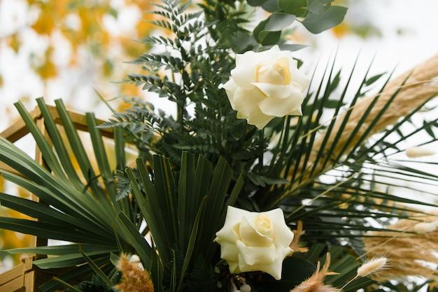 Свадебное оформление свадебной церемонии осенью.
