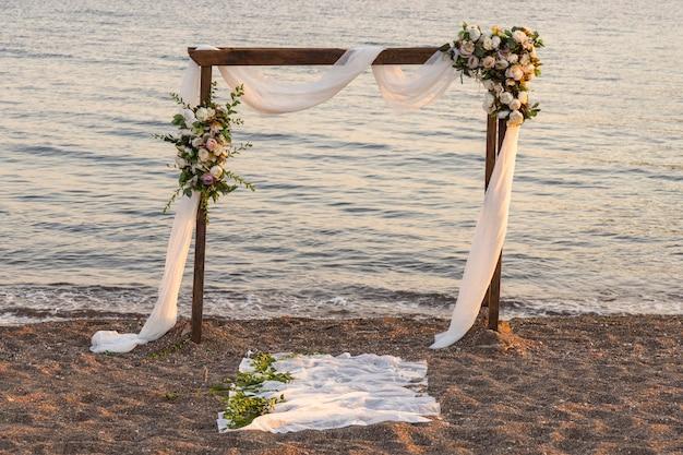 Свадебные украшения на пляже