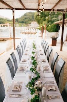 리셉션에서 결혼식 저녁 식사 테이블
