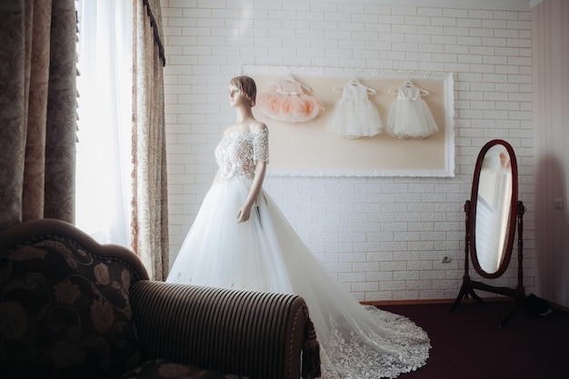 마네킹에 웨딩 드레스