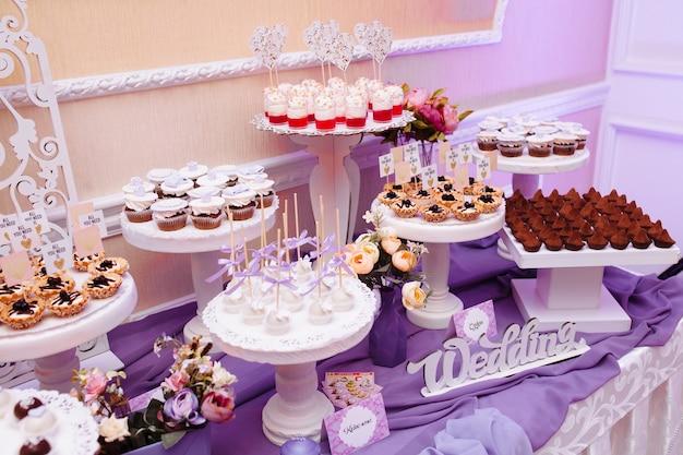 Свадебная еда на столе