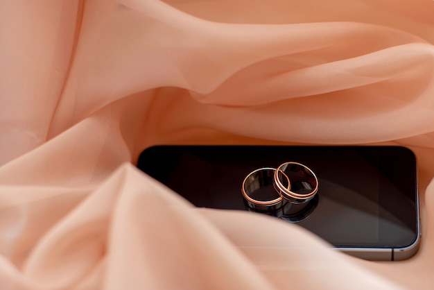 Wedding gold rings on the phone. got married engagement